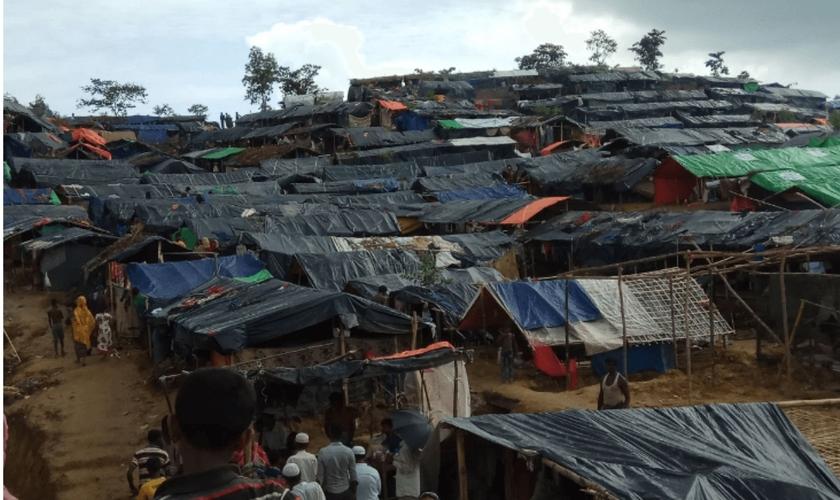 Kutupalong, o maior campo de refugiados do mundo, no Sudoeste de Bangladesh, onde vivem muitos cristãos. (Foto: Portas Abertas)