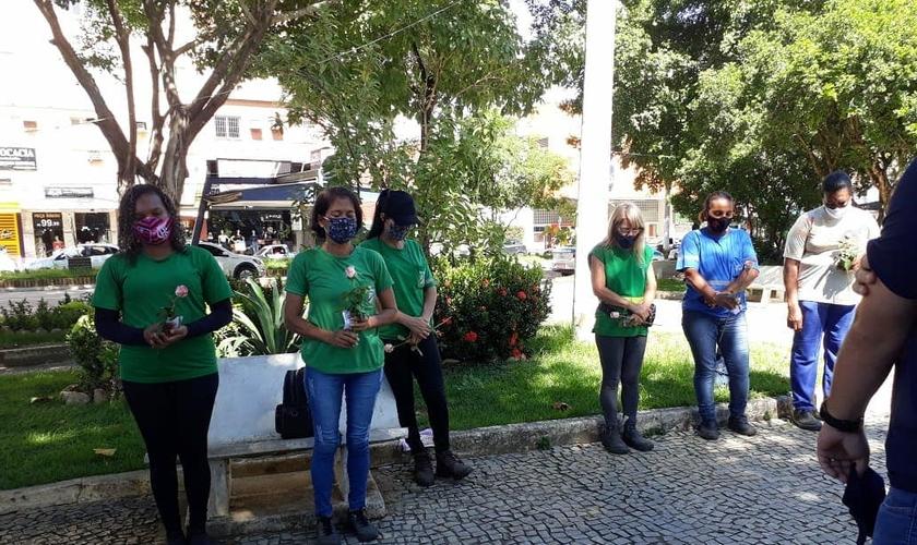 A ação foi feita em homenagem ao Dia Internacional da Mulher. (Foto: IASD Central de Colatina)