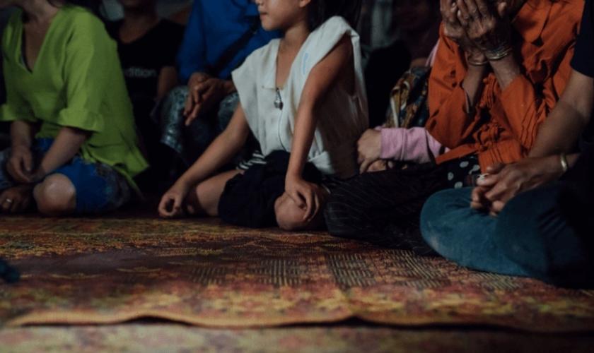 Além das autoridades do Laos, os familiares, amigos e vizinhos dos cristãos os pressionam para abandonar a fé. (Foto: Portas Abertas)