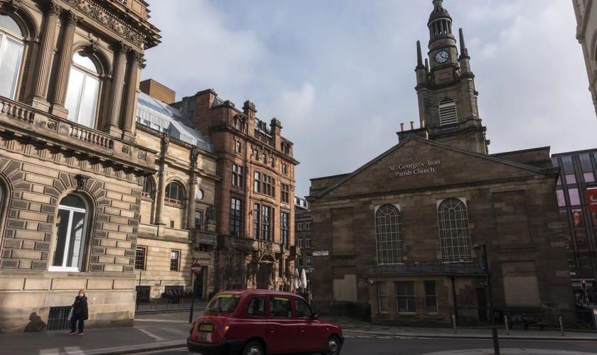A Igreja Tron em Glasgow foi uma das que se opuseram às regras do governo. (Foto: Reprodução / Tass / The Telegraph)