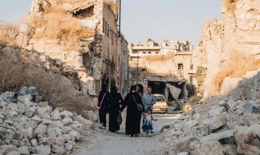 """Cristãos sírios são vencedores por vencer a """"guerra espiritual"""" em meio à perseguição. (Foto: Portas Abertas)"""