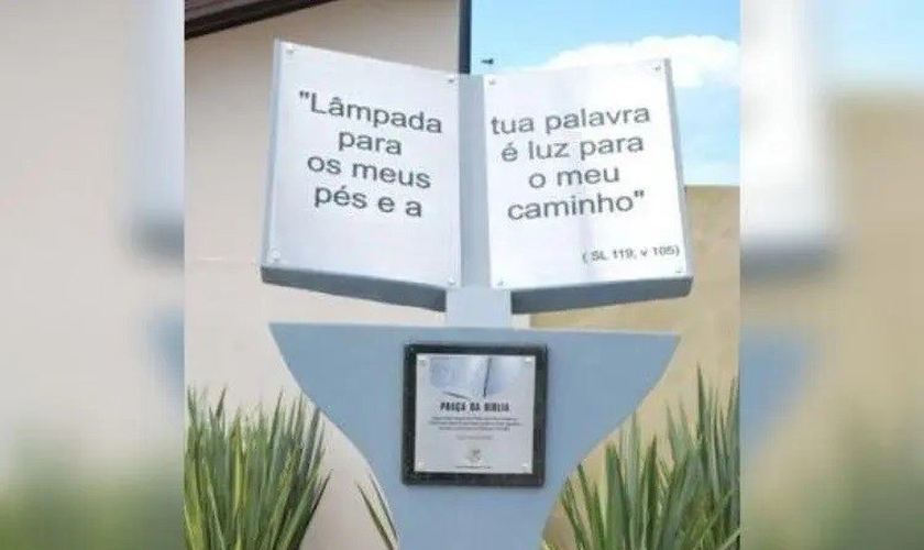 Monumento inaugurado em 2011 tem Salmo em destaque. (Foto: Prefeitura de Tijucas/Divulgação)