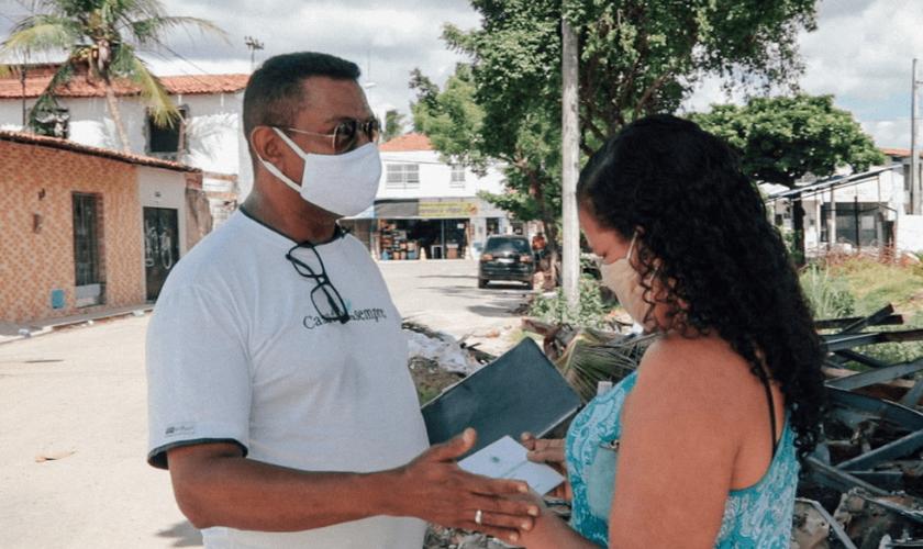 Ao lado da esposa, pastor Marcelo Miranda tem enfrentado desafios extras no tempo de pandemia (Foto: Analice Diniz / Visão Mundial Brasil).