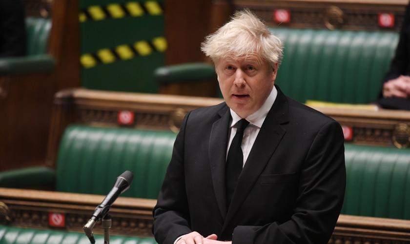 Boris Johnson em discurso no parlamento do Reino Unido, em 12 de abril de 2021. (Foto: Jessica Taylor/Reuters)