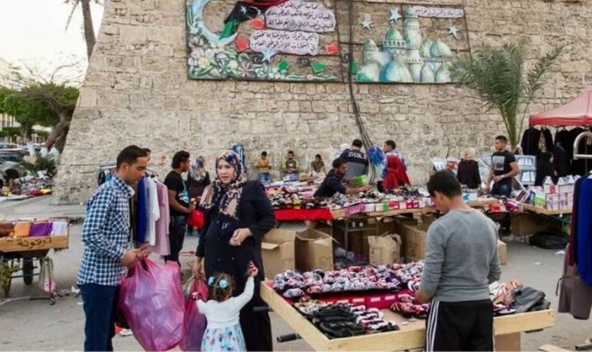 Os cristãos líbios precisam manter a fé em segredo e não podem frequentar as igrejas oficiais. (Foto: Portas Abertas)