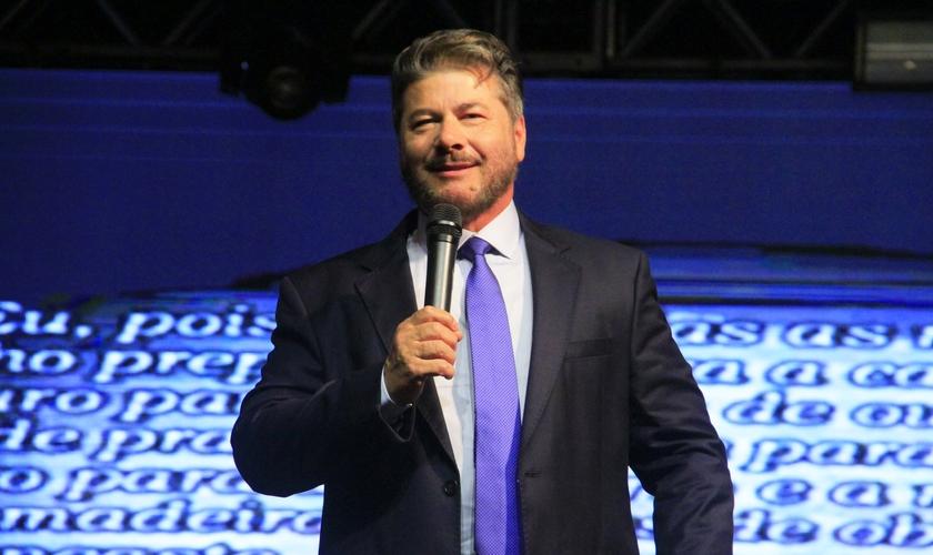 Pastor Joel Engel durante ministração no Rio Grande do Sul. (Foto: Ministério Engel)