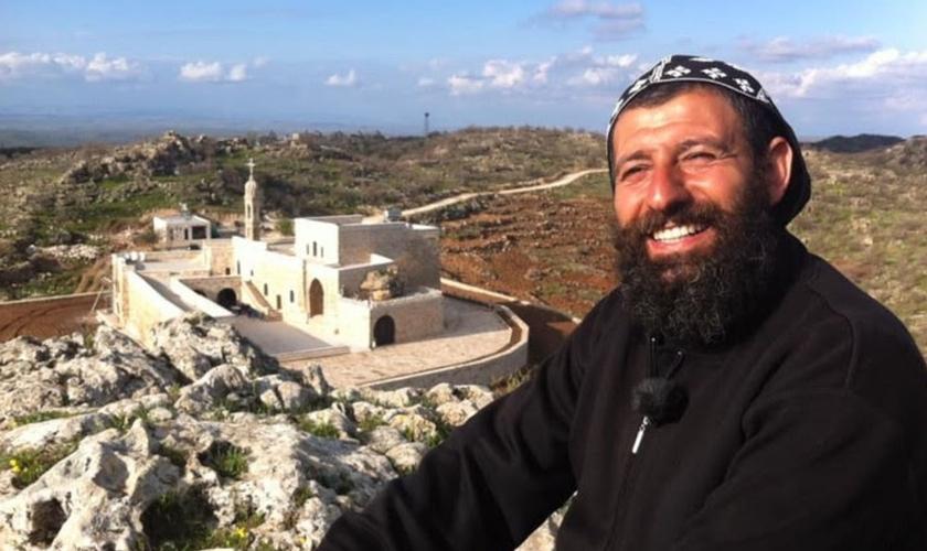 """Sefer Bileçen, conhecido com """"padre Aho"""". (Foto: CSW)"""