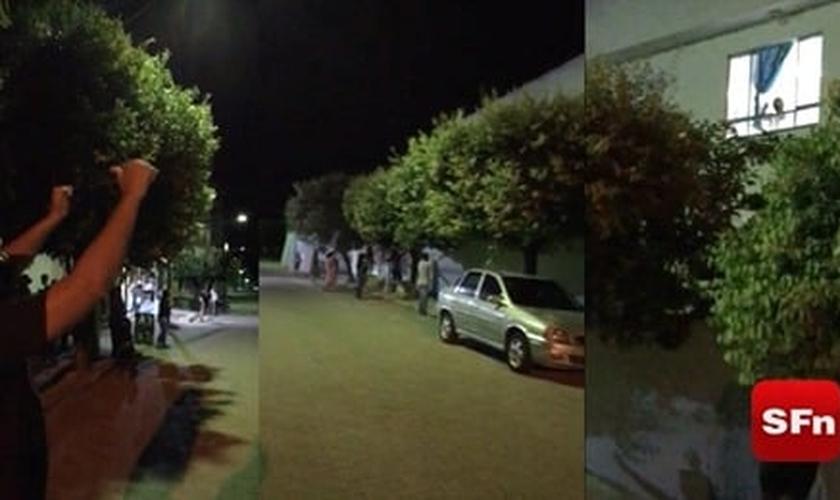 Membros de igrejas oram e louvam ao redor de hospital. (Foto: Reprodução / SFn)