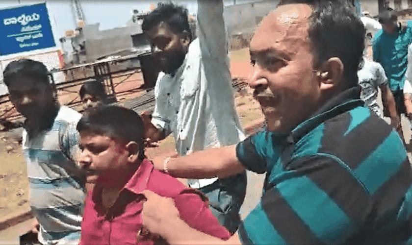 Os criminosos que atacaram e ameaçaram o pastor Brandari não foram punidos. (Foto: Reprodução/YouTube).