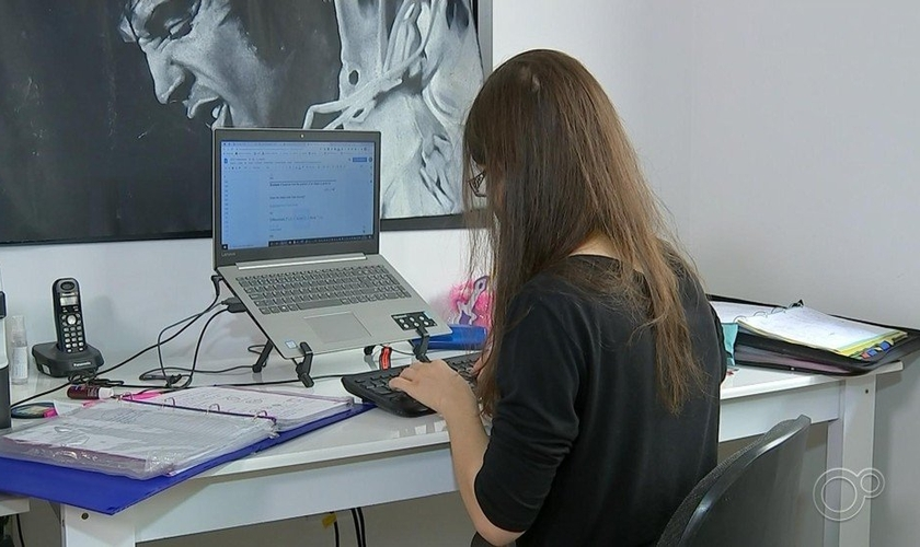 """Caso de jovem proibida de estudar na USP reacendeu o debate do """"homeschooling"""". (Foto: TV Tem)."""