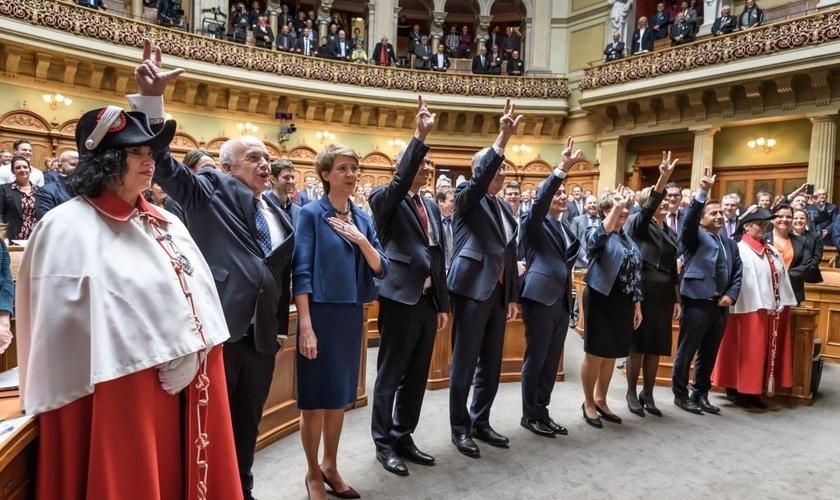 Parlamento suíço durante trabalhos legislativos. (Foto: Reprodução / AFP via Getty)