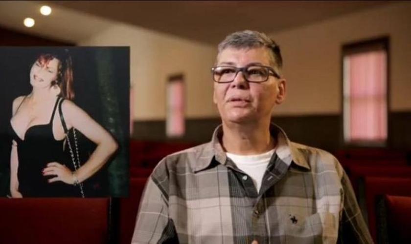 """Jeffrey Johnston, ex-mulher transgênero, descreve sua jornada no documentário """"Tranzformed"""". (Foto: Reprodução / God Reports)"""