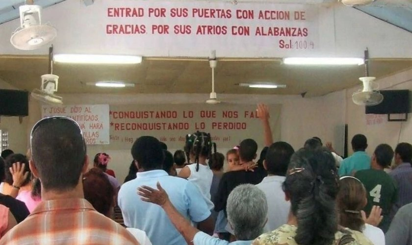 Vigilância e assédio são algumas das perseguições enfrentadas pela Igrejas no país comunista. (Foto: Portas Abertas)