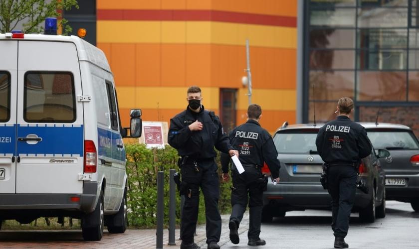 Policiais alemães, em 29 de abril de 2021, em Potsdam, no leste da Alemanha. (AFP/Arquivos).