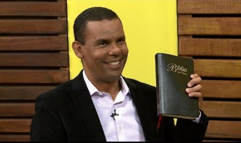 Estamos na iminência de Jesus voltar, diz o arqueólogo Rodrigo Silva. (Foto: Reprodução/YouTube/Rede Super de Televisão)