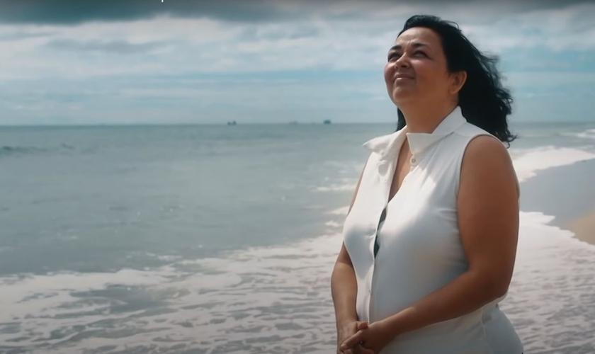 Marisol conta que sentiu o verdadeiro amor depois que conheceu a Cristo. (Foto: Reprodução/YouTube)