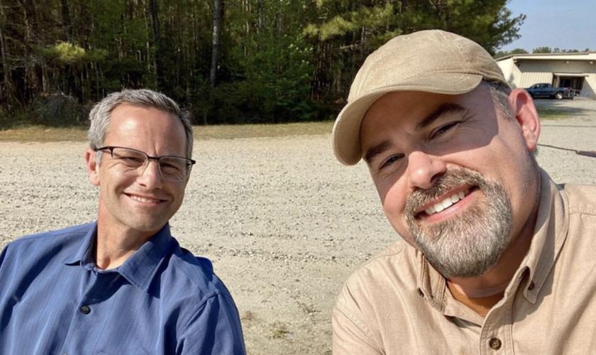 Kirk Cameron e Alex Kendrick no set de seu novo filme. Foto: Reprodução/Instagram).