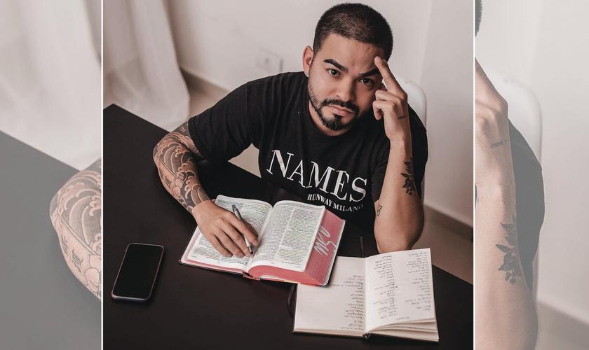 Yudi Tamashiro estudando a Bíblia. (Foto: Reprodução / Instagram)