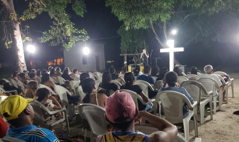 Culto na 'Igreja da Mangueira', na comunidade de Vila Cabral. (Foto: Reprodução / Cid Guerreiro)