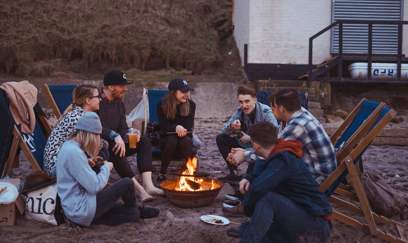 A pesquisa da Arizona Christian University mostrou que existem diferenças significativas entre as gerações em relação a crenças. (Foto: Unsplash/ Toa Heftiba).