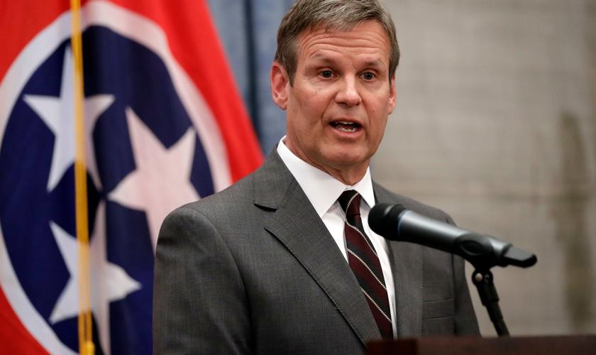 Nova lei do Tennessee (EUA) proíbe tratamento de mudança de gênero em menores. (Foto: AP Photo / Mark Humphrey).