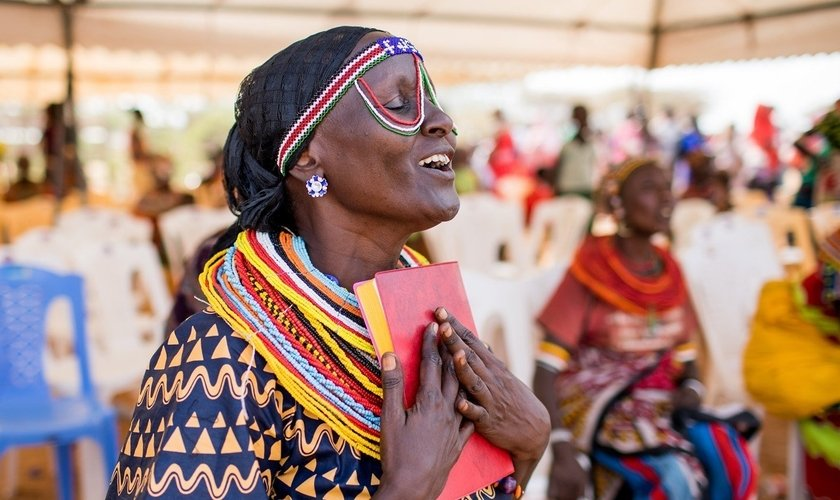 Milhões de pessoas não têm acesso à Bíblia em seu idioma. (Foto: Seed Company)