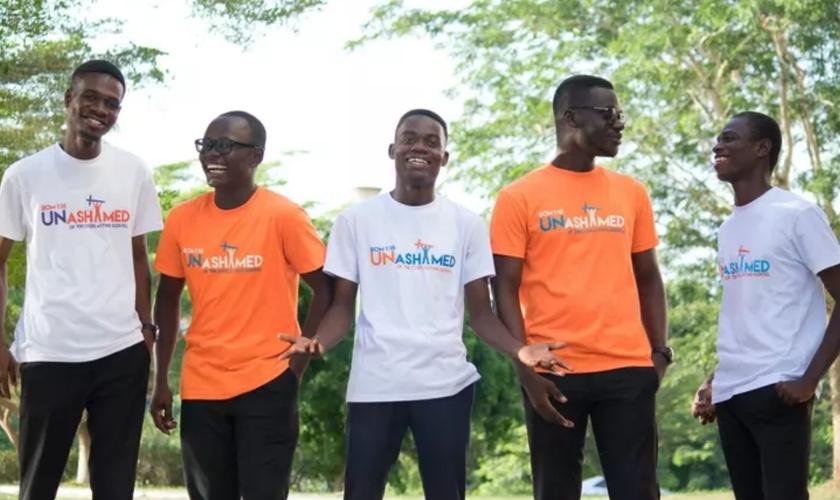Jovens missionários que criaram o blog 'Field Stories of Hope' para contar o que Deus tem feito no mundo durante a pandemia. (Foto: Unsplash)