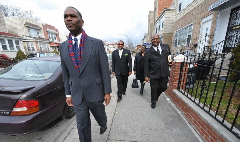 Os ministros estão na linha de frente da batalha espiritual contra a violência em NY. (Foto: NY Daily News).