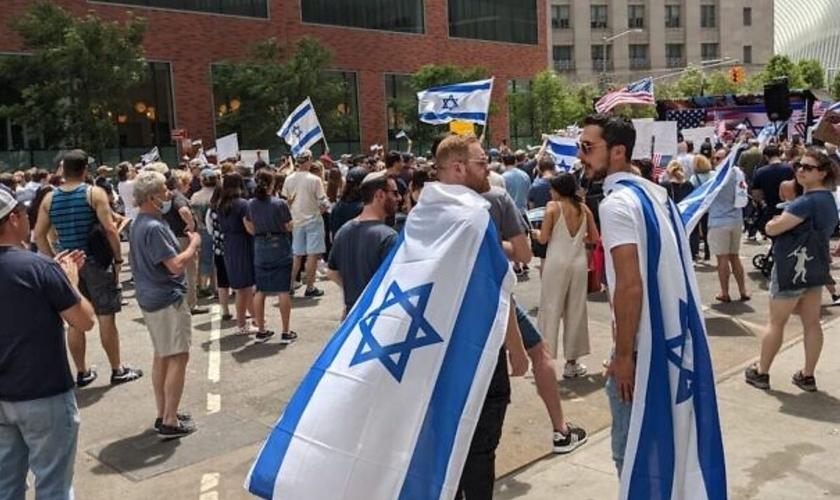 Participantes do comício pró-Israel na cidade de Nova York, em 23 de maio de 2021. (Foto: Ben Sales/JTA)