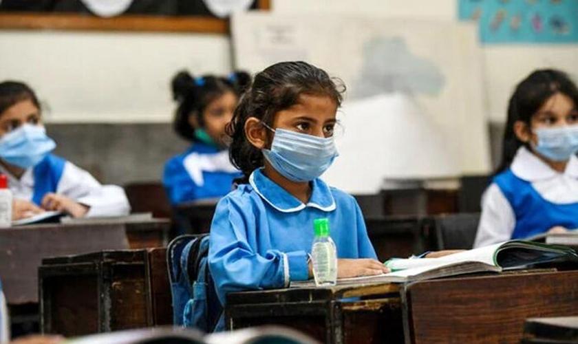 Os alunos devem receber novo currículo escolar que introduz conteúdo islâmico. (Foto: Reprodução / AFP)