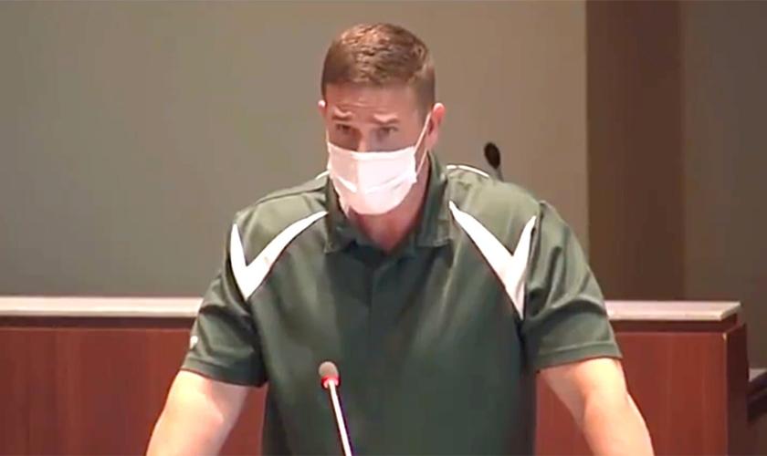 Tanner Cross foi colocado em licença após seu discurso para o conselho escolar. (Foto: LCPS)