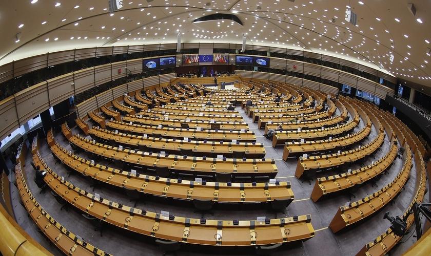 Visão geral durante uma mini sessão plenária no Parlamento Europeu em Bruxelas, Bélgica, 11 de novembro de 2020. (Foto: Olivier Hoslet / EPA-EFE)