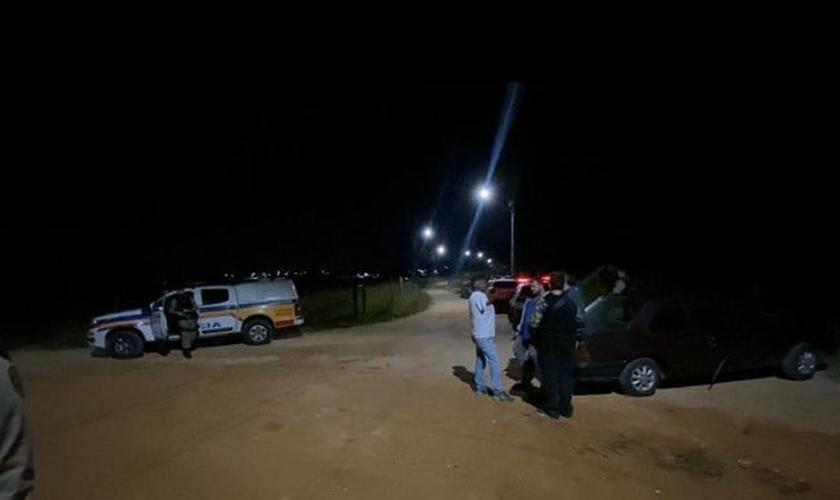 Grupo de cristãos foi abordado por dois assaltantes enquanto orava no monte em BH. (Foto: Renato Rios Neto/Itataiai).