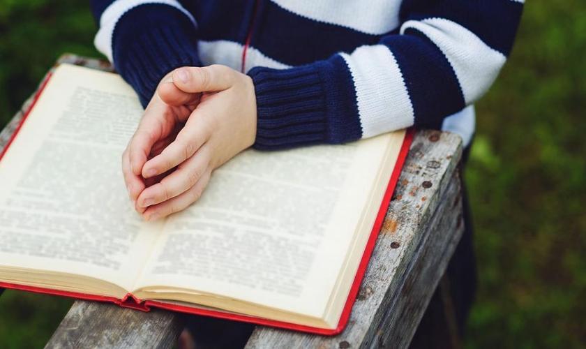 Estudante foi proibida de ler Bíblia na escola. (Foto: Reprodução / CBN News)