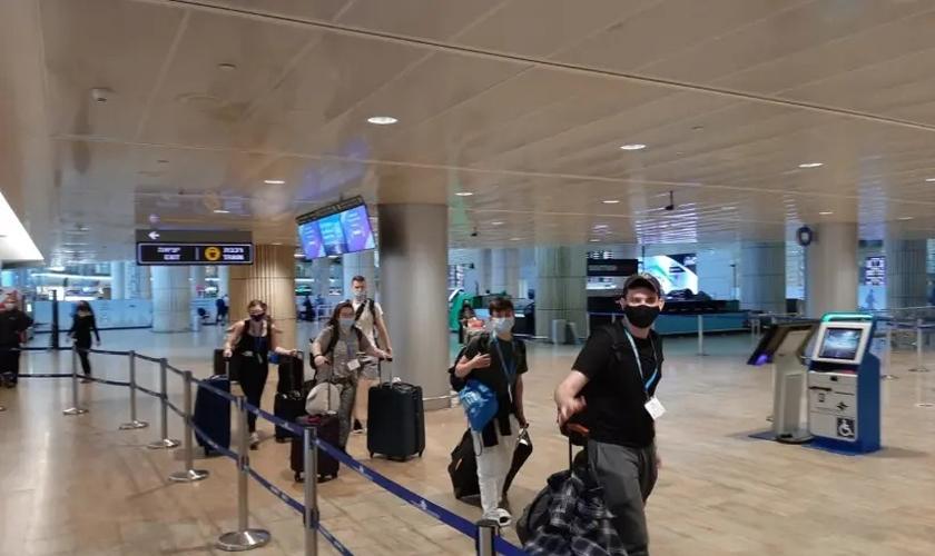 Viajantes no Aeroporto Ben-Gurion. (foto: Reprodução / Birthright Israel)