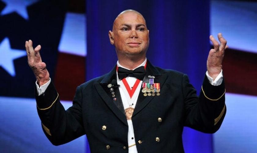 Shilo Harris com seu uniforme militar. (Foto: Reprodução / God Reports)