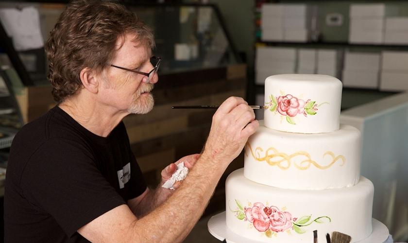 O confeiteiro Jack Phillips, dono da Masterpiece Cakeshop, tem enfrentado batalhas judiciais contra ativismo LGBT. (Foto: ADF)