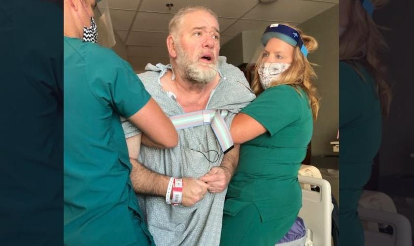 O pastor Michael Napier sobreviveu a um derrame grave provocado por sequelas da Covid-19. (Foto: Arquivo pessoal)
