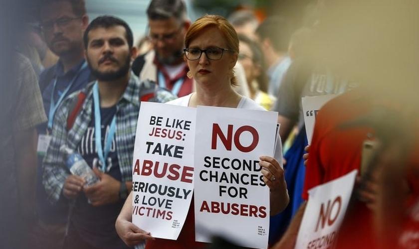 Comício contra encobrimento de casos de abuso,durante a reunião anual da Convenção Batista do Sul, em 11 de junho de 2019, em Birmingham, Alabama. (Foto: RNS/Butch Dill).