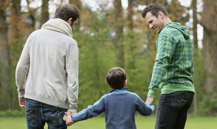 Agência americana de adoção rejeita casais gays como possíveis pais e mães adotivos. (Foto Representativa: Getty Images/ONOKY/Eric Audras)
