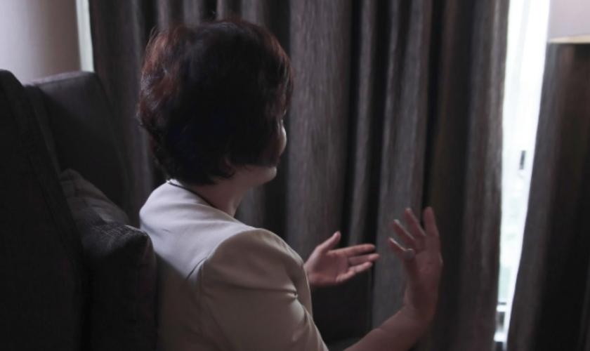 Hee-Yol compartilha o testemunho sobre os dois anos que passou presa na Coreia do Norte. (Foto: Portas Abertas)