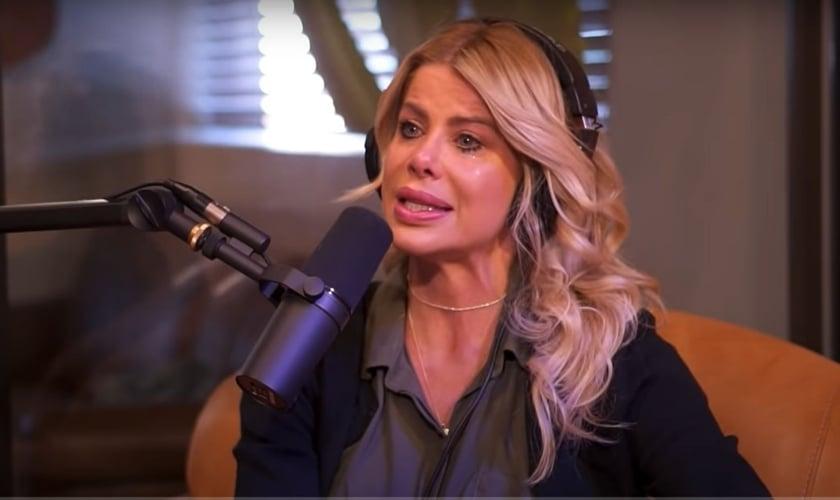 Karina Bacchi no Positivamente Podcast. (Foto: Reprodução/Youtube)