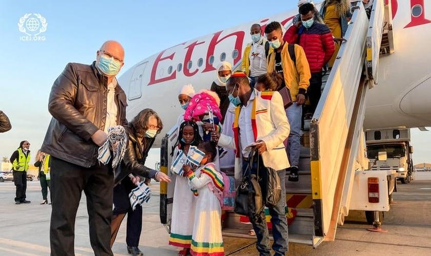 Judeus imigrantes chegam a Israel. (Foto: International Christian Embassy Jerusalem).