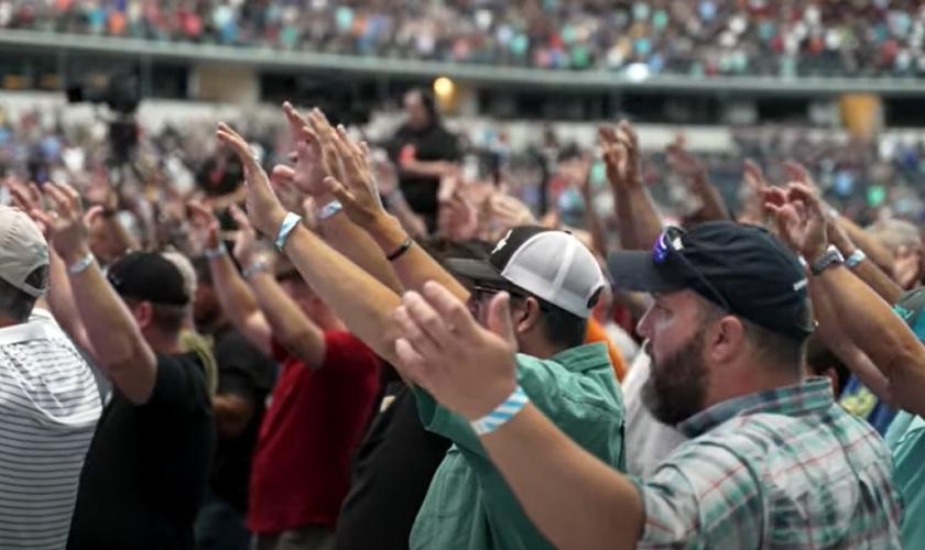 Conferência de Homens Guardiões da Promessa 2021, em Dallas, no Texas, EUA. (Foto: Reprodução/YouTube/Promise Keepers)