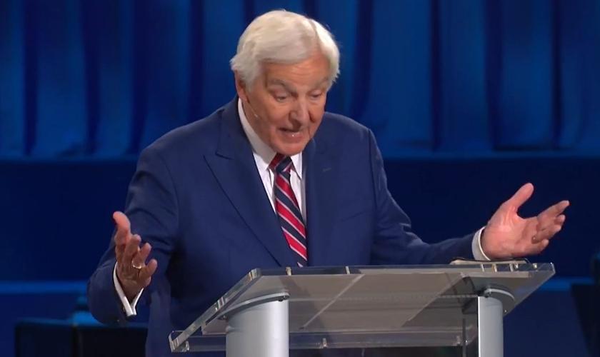 Pastor David Jeremiah falando sobre a cultura do cancelamento. (Foto: Reprodução/Vídeo Shadow Mountain Community Church)