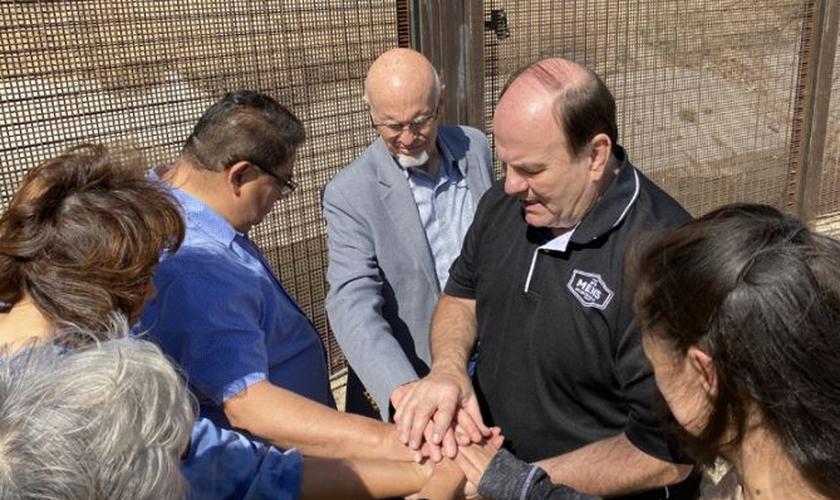 O missionário Michael McGee ministrou agentes na fronteira entre México e EUA. (Foto: AG News)