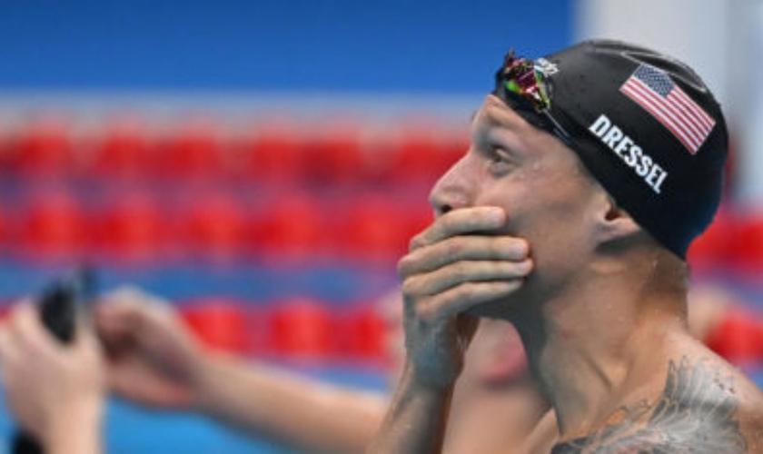 O nadador Caeleb Dressel é ouro nos 100m livre com recorde olímpico. (Foto: Jonathan/Nackstrand/AFP)