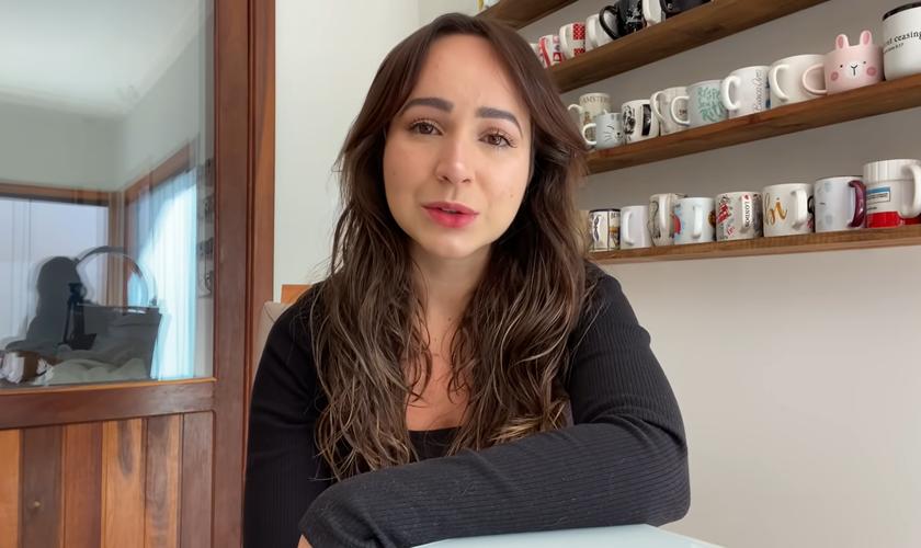 Fabiola Melo tem compartilhado sua jornada de fé na busca pelo sonho de ser mãe. (Foto: Reprodução/YouTube).