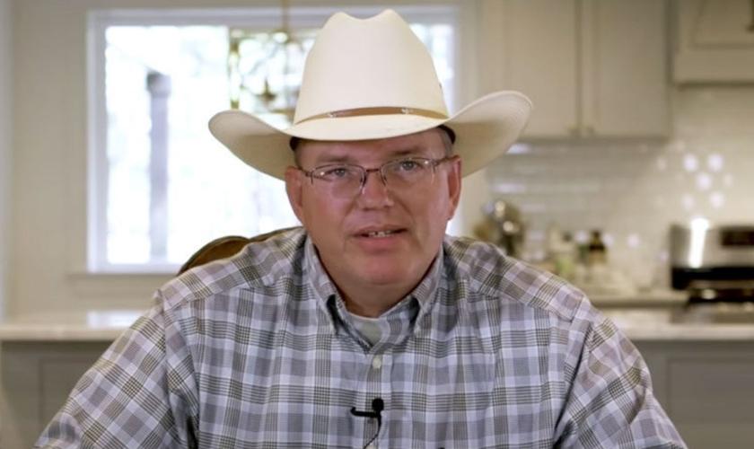 O testemunho de Billy mostra que Deus permanece no controle, mesmo que pareça ser o fim. (Foto: Reprodução/God TV)