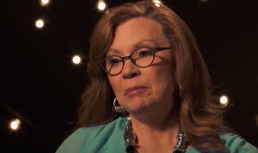Kathy Sanders perdeu dois netos no atentado de Oklahoma, em 1995. (Foto: Reprodução / GOD TV)